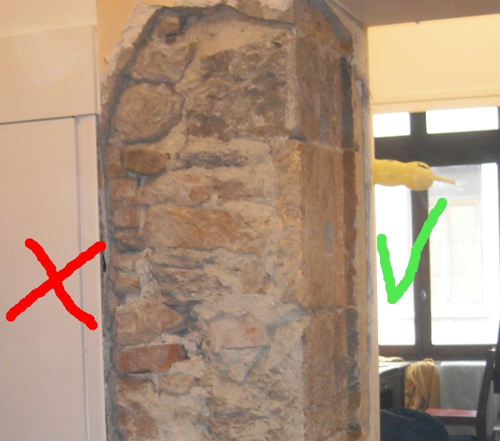 Decaper un mur en pierre enduit de ciment et recouvert de placo
