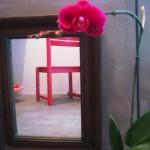 Un miroir contribue pour donner une impression d'espace