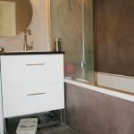 Une petite salle de bain en béton ciré- étude de cas